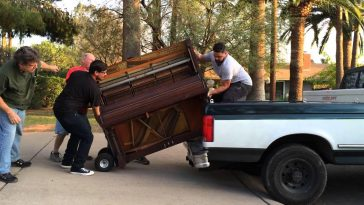 How Can Professional Piano Movers Help in Moving The Piano Across Country